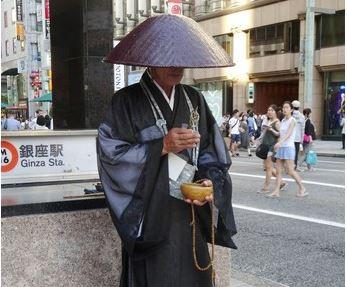 菩薩行の僧侶、望月崇英さん